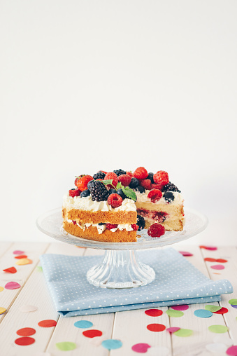 Blackberry - Fruit「Berry cake with colourful confetti」:スマホ壁紙(4)