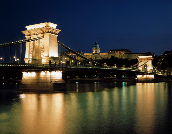 Canal「Chain Bridge at night, Danube river, City of Budapest, Hungary」:写真・画像(9)[壁紙.com]