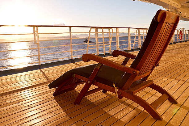 Wooden lounge chair on the deck of a cruise ship:スマホ壁紙(壁紙.com)