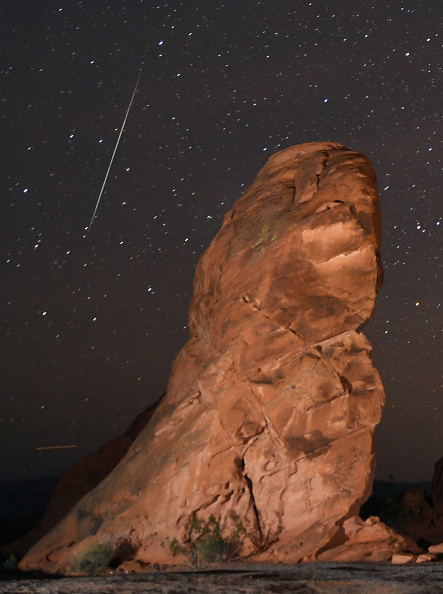 Rock - Object「The Annual Geminid Meteor Shower From Valley Of Fire State Park」:写真・画像(3)[壁紙.com]