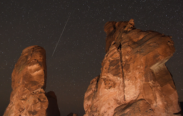 Rock - Object「The Annual Geminid Meteor Shower From Valley Of Fire State Park」:写真・画像(7)[壁紙.com]