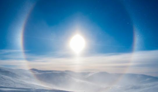 虹「'Snow Dog' surrounding the sun, Eagle Summit, AK」:スマホ壁紙(9)