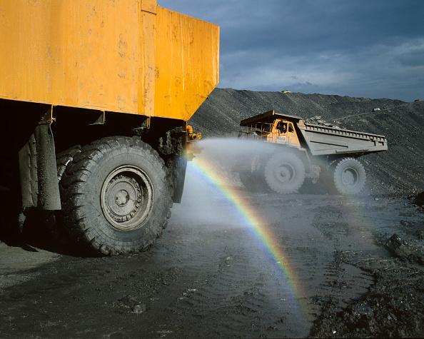 Dust「Dust suppression using water spray at open cast coal mine United Kingdom」:写真・画像(19)[壁紙.com]