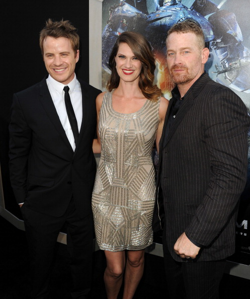 "Design Element「Premiere Of Warner Bros. Pictures And Legendary Pictures' ""Pacific Rim"" - Red Carpet」:写真・画像(7)[壁紙.com]"