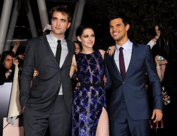 ロバート・パティンソン「Premiere Of Summit Entertainment's 'The Twilight Saga: Breaking Dawn - Part 1' - Red Carpet」:写真・画像(8)[壁紙.com]
