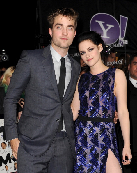 Robert Pattinson「Premiere Of Summit Entertainment's 'The Twilight Saga: Breaking Dawn - Part 1' - Red Carpet」:写真・画像(13)[壁紙.com]