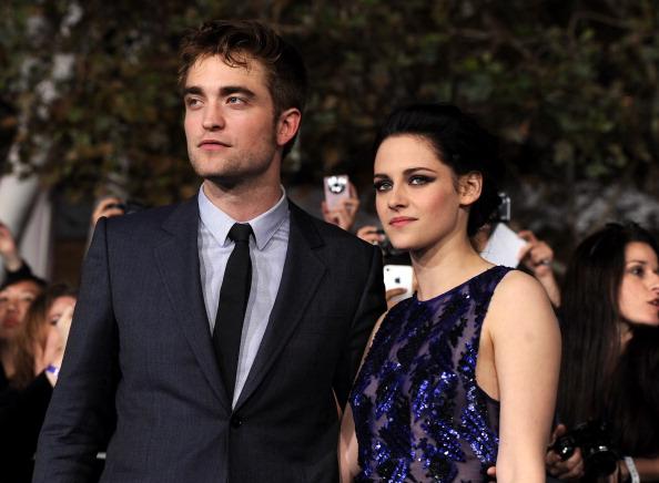 ロバート・パティンソン「Premiere Of Summit Entertainment's 'The Twilight Saga: Breaking Dawn - Part 1' - Red Carpet」:写真・画像(9)[壁紙.com]