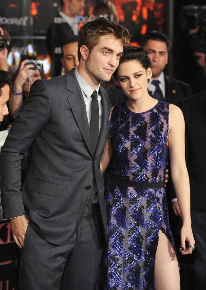 ロバート・パティンソン「Premiere Of Summit Entertainment's 'The Twilight Saga: Breaking Dawn - Part 1' - Arrivals」:写真・画像(8)[壁紙.com]