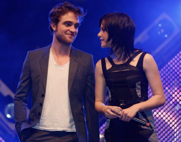 Robert Pattinson「Robert Pattinson, Kristen Stewart and Taylor Lautner Meet Young Fans」:写真・画像(18)[壁紙.com]