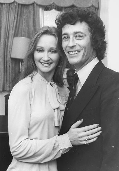 俳優「Robert Powell And Karen Dotrice」:写真・画像(0)[壁紙.com]