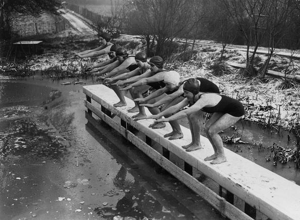 Standing Water「Frozen Swimmers」:写真・画像(6)[壁紙.com]