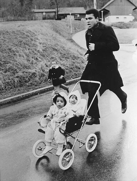 Parent「Twin Ali's」:写真・画像(3)[壁紙.com]