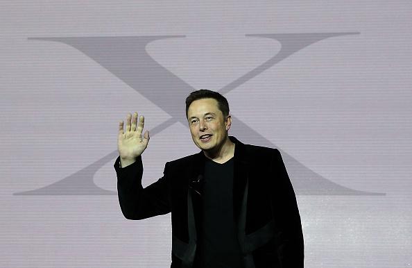 Smiling「Tesla Debuts Its New Crossover SUV Model, Tesla X」:写真・画像(18)[壁紙.com]