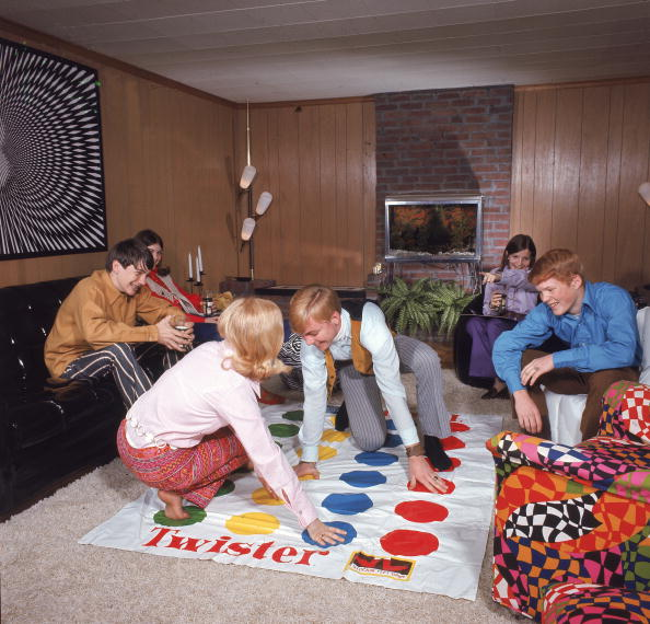 Celebration Event「Boys And Girls Playing Twister」:写真・画像(6)[壁紙.com]