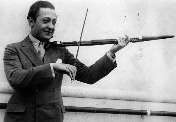 Violin「The Russian-american violinist Jascha Heifetz. Photograph. About 1932. (Photo by Imagno/Getty Images) Der russische-amerikanische Geiger Jascha Heifetz. Photographie. Um 1932.」:写真・画像(14)[壁紙.com]
