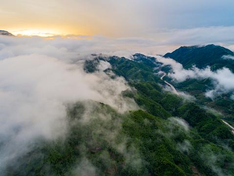 春「雲の空中の桂林の山」:スマホ壁紙(17)