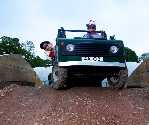 Environmental Conservation「Child driving a toy Land Rover」:写真・画像(2)[壁紙.com]