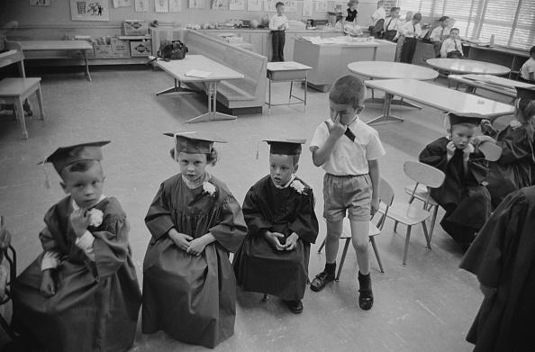 William Lovelace「Graduation Day at Islip Kindergarten」:写真・画像(11)[壁紙.com]