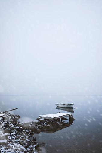 吹雪「昔ながらの桟橋でボートをユキコ日」:スマホ壁紙(10)