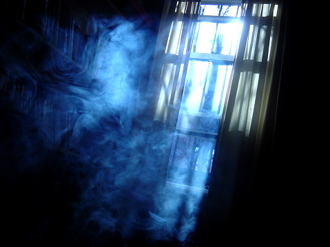 Sunbeam「Creepy shot of a smoky room at night」:スマホ壁紙(10)