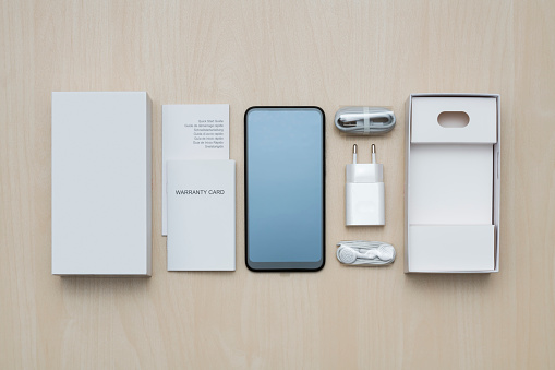 Insurance「New smartphone with packaging and accessories」:スマホ壁紙(9)