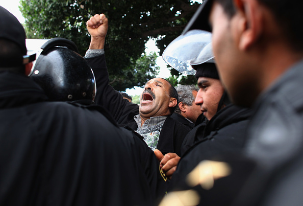 Christopher Furlong「Demonstrations Continue In Tunisia As Calls Come For Dissolution Of Ruling Party」:写真・画像(14)[壁紙.com]