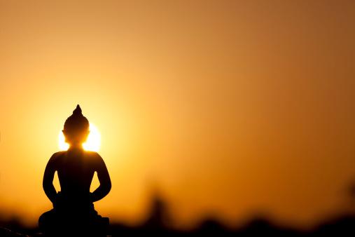 Buddha statue「buddha のシルエットと本物の日の出」:スマホ壁紙(6)