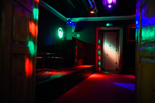 Dance Floor「Europe Reins In Nightlife To Curb Covid-19 Surge」:写真・画像(12)[壁紙.com]