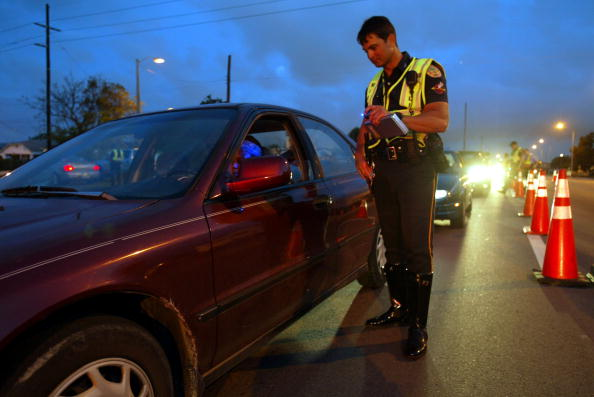 運転手「Miami Police Monitor Motorists For Driving Under The Influence」:写真・画像(17)[壁紙.com]