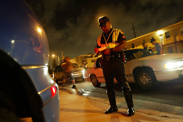 Traffic「Miami Police Monitor Motorists For Driving Under The Influence」:写真・画像(8)[壁紙.com]