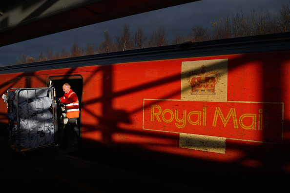 Royal Mail「Christmas Post Leaves Glasgow On The Royal Mail Train」:写真・画像(17)[壁紙.com]
