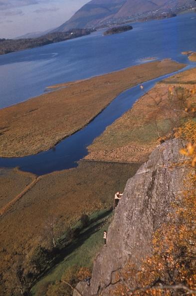 Derwent Water「Climbers On Shepherds Crag」:写真・画像(12)[壁紙.com]