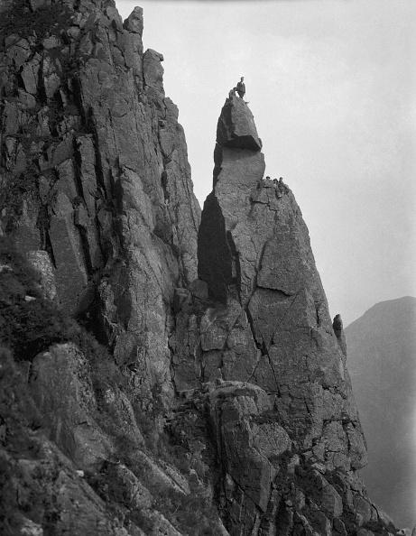 縦位置「Climbers On Napes Needle」:写真・画像(0)[壁紙.com]