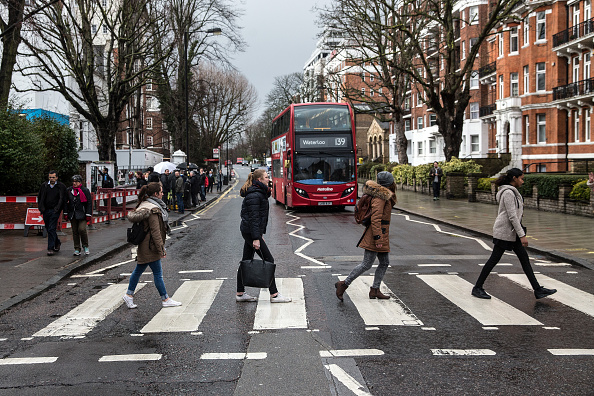 Crosswalk「Tributes At Abbey Road Studios For Beatles Producer George Martin」:写真・画像(8)[壁紙.com]