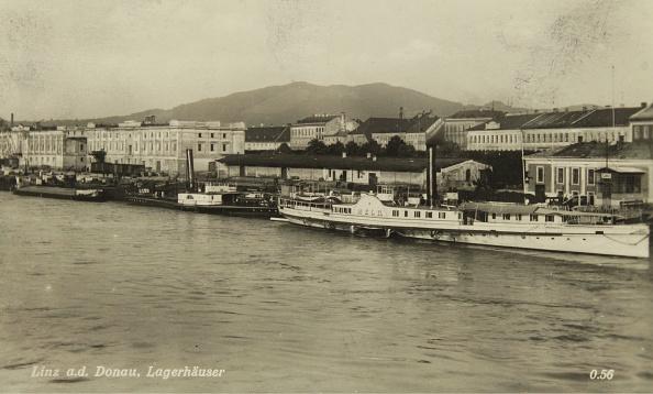 Austria「Warehouses In Linz On The Danube」:写真・画像(3)[壁紙.com]