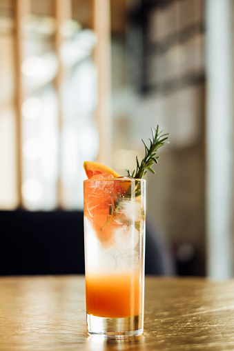 Cocktail「Paloma cocktail on a bar counter」:スマホ壁紙(5)