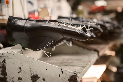 Restoring「Making of shoes」:スマホ壁紙(17)