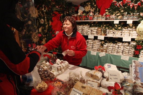 Loaf of Bread「Dresden's Christmas Market Open」:写真・画像(12)[壁紙.com]