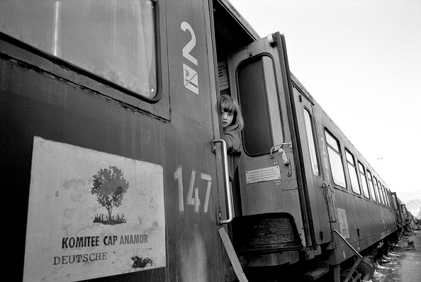 Elementary Age「Bosnia, Child (4-5) peeking out of train」:写真・画像(10)[壁紙.com]