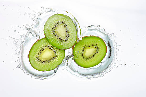 Kiwi Slices Splash:スマホ壁紙(壁紙.com)