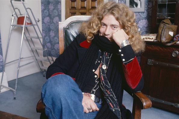 座る「Robert Plant」:写真・画像(16)[壁紙.com]