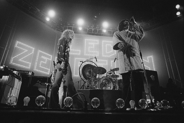 1975年「Led Zeppelin At Earl's Court」:写真・画像(2)[壁紙.com]