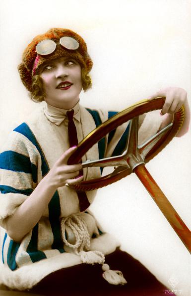 GraphicaArtis「Woman Driver At Steering Wheel」:写真・画像(12)[壁紙.com]