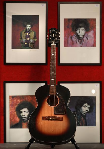 ギター「Lyrics By John Lennon And Jimi Hendrix Favourite Guitar Are Offered for Auction At Bonhams」:写真・画像(10)[壁紙.com]