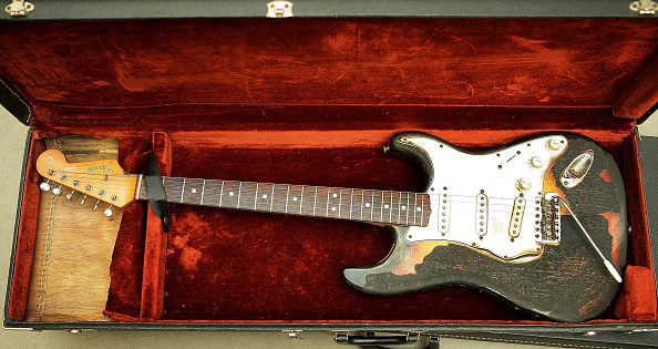 Guitar「Memorabilia Including Elvis Presley's Fingerprints To Be Auctioned」:写真・画像(3)[壁紙.com]
