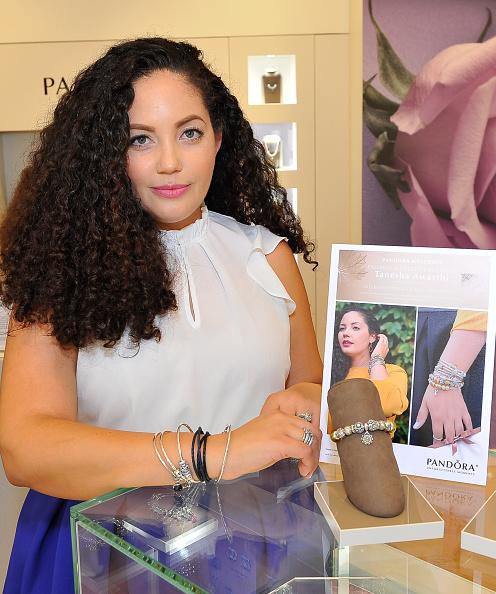 ジュエリー パンドラ「PANDORA Jewelry In-Store Event With Girl With Curves」:写真・画像(5)[壁紙.com]