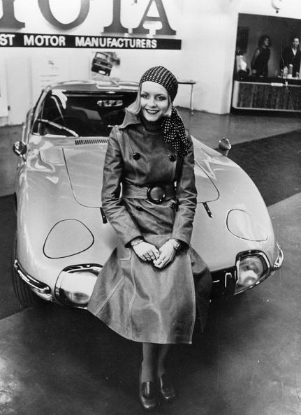 Coat - Garment「Twiggy On Car」:写真・画像(10)[壁紙.com]