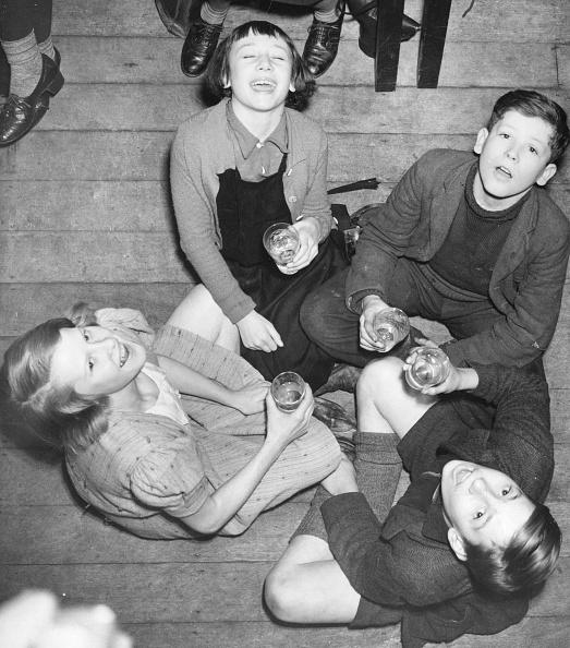 1940-1949「Gargling Pupils」:写真・画像(9)[壁紙.com]