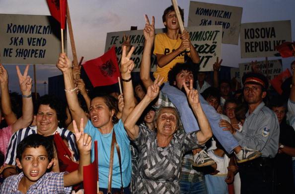 Tom Stoddart Archive「Albania Demonstration」:写真・画像(17)[壁紙.com]