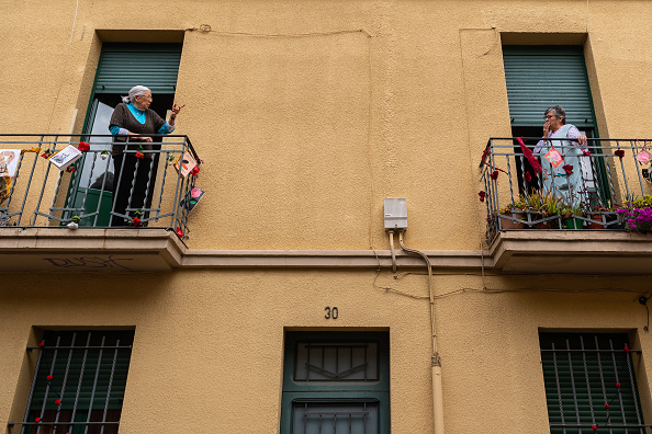 Balcony「Sant Jordi Day 2020 During Coronavirus」:写真・画像(9)[壁紙.com]